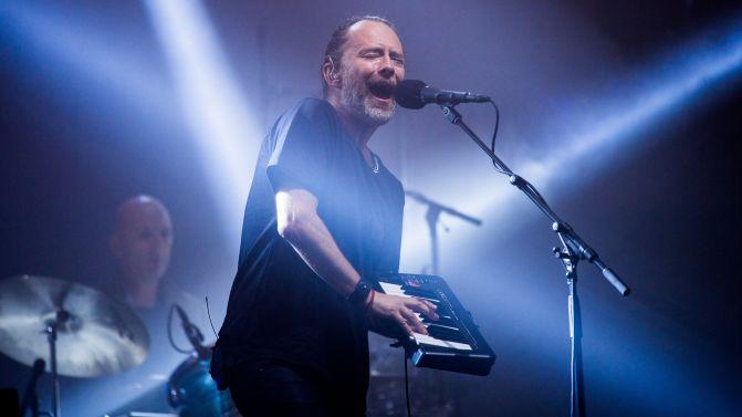 """Thom Yorke ha suonato a Las Vegas il mashup di """"Silent Night"""" e """"Reckoner"""" dei Radiohead"""