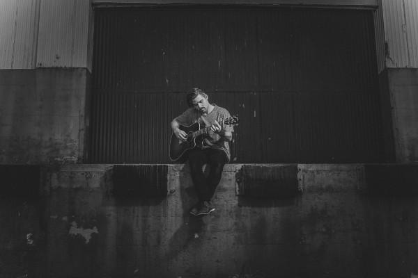 """Cory Wells pubblica i singoli e video di """"Patience"""" e """"Lost"""""""