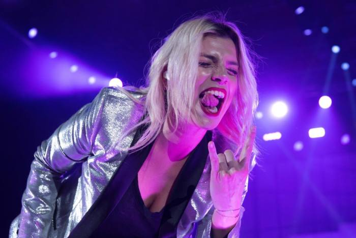 "Emma Marrone e Thirty Seconds To Mars insieme in ""Love Is Madness"""