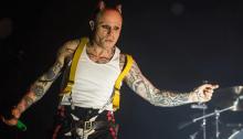 Morto Keith Flint a 49 anni, i Prodigy avrebbero dovuto esibirsi a Glastonbury 2019