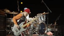 I Red Hot Chili Peppers si sono esibiti alle Piramidi di Giza, guarda il video completo del concerto