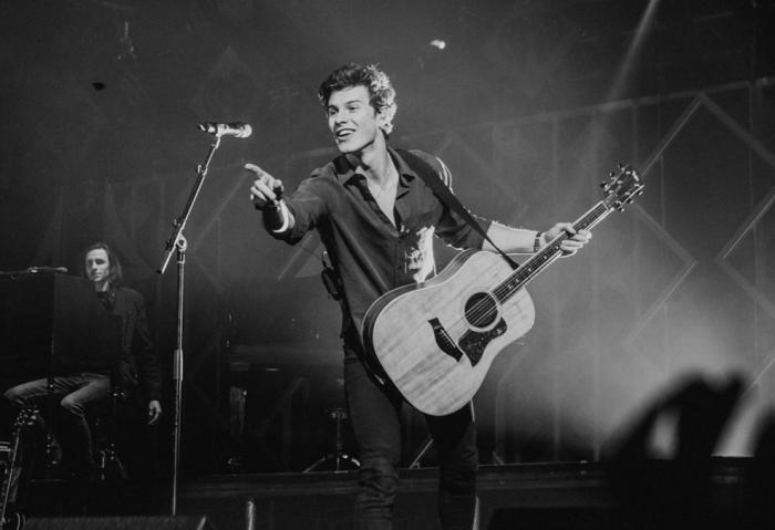 """Shawn Mendes arriva il 23 e 24 marzo a Bologna e Torino, anche """"Fix You"""" dei Coldplay in scaletta"""