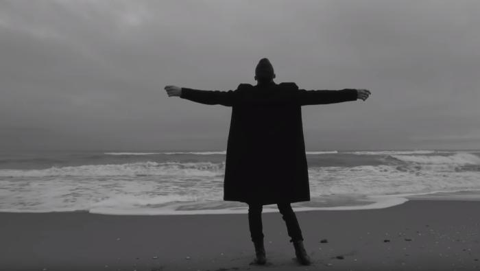"""Online il video di """"C'Est La Vie"""" di Achille Lauro per la regia di Sebastiano Bontempi"""