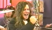 I Pearl Jam suonano dal vivo nel 1991 nei centri commerciali e negozi di dischi americani