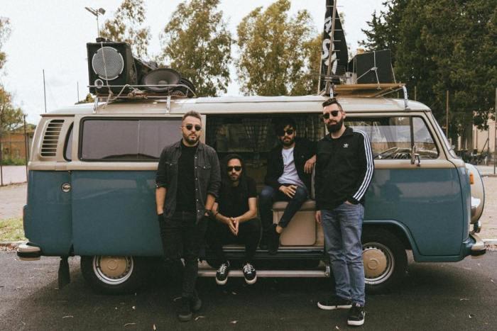 """I Fast Animals & Slow Kids pubblicano il quinto e nuovo album dal titolo """"Animali Notturni"""" contenente i singoli """"Non Potrei Mai"""" e """"Radio Radio"""""""