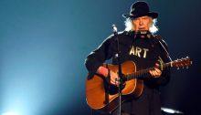 """Neil Young ha suonato """"New Mama"""" dopo 42 anni"""