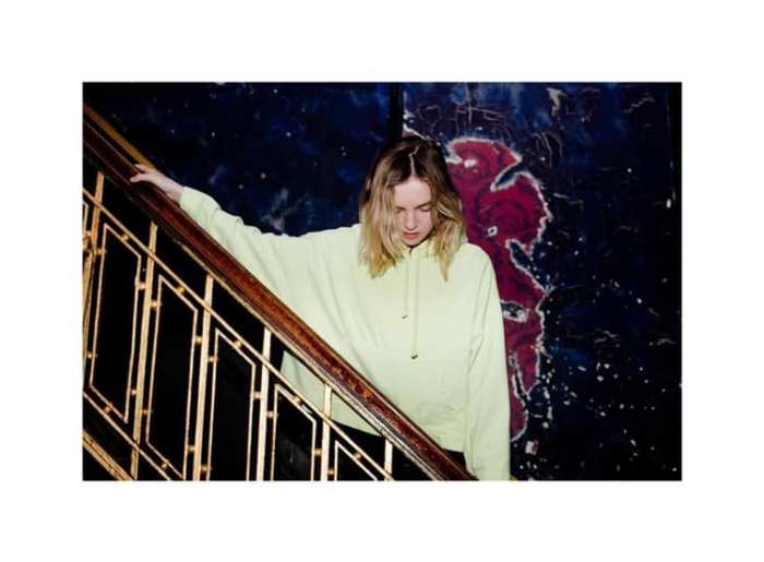 "The Japanese House, Amber Baine torna con il nuovo singolo e video ""Something Has To Change"" che anticipa l'Ep"