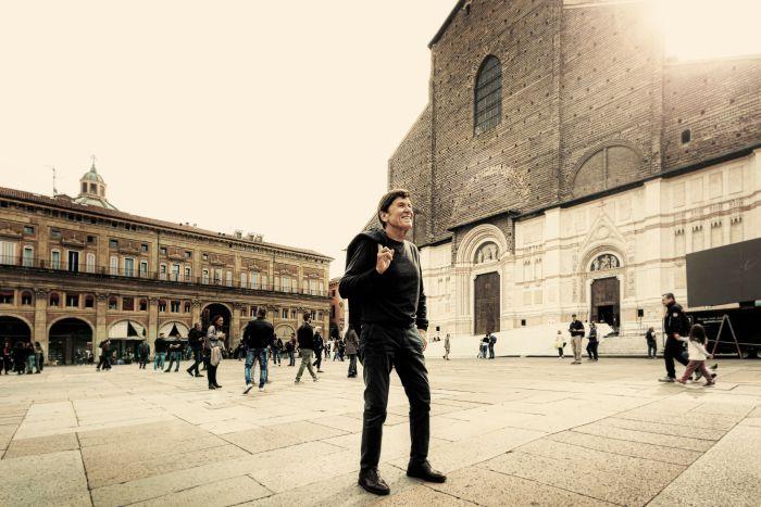 """Debutta il 1 novembre il nuovo spettacolo per ripercorrere i 55 anni di carriera di Gianni Morandi: """"Stasera gioco in casa"""" è in programma al Duse fino al 26 gennaio"""