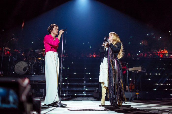 Harry Styles e Stevie Nicks al Forum di Los Angeles - Foto di Helene Pambrun