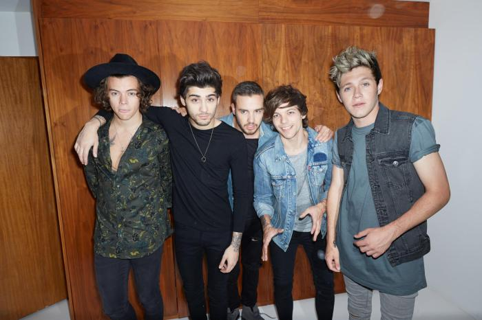One Direction band 5