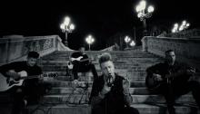 """Papa Roach in acustico sulle scale del Parco della Montagnola di Bologna con """"The Ending"""""""