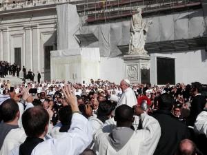 Es el Papa Francis sentando las bases para una religión mundial?  - Foto de Fczarnowski