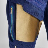 Pocket on leg for personal items_0