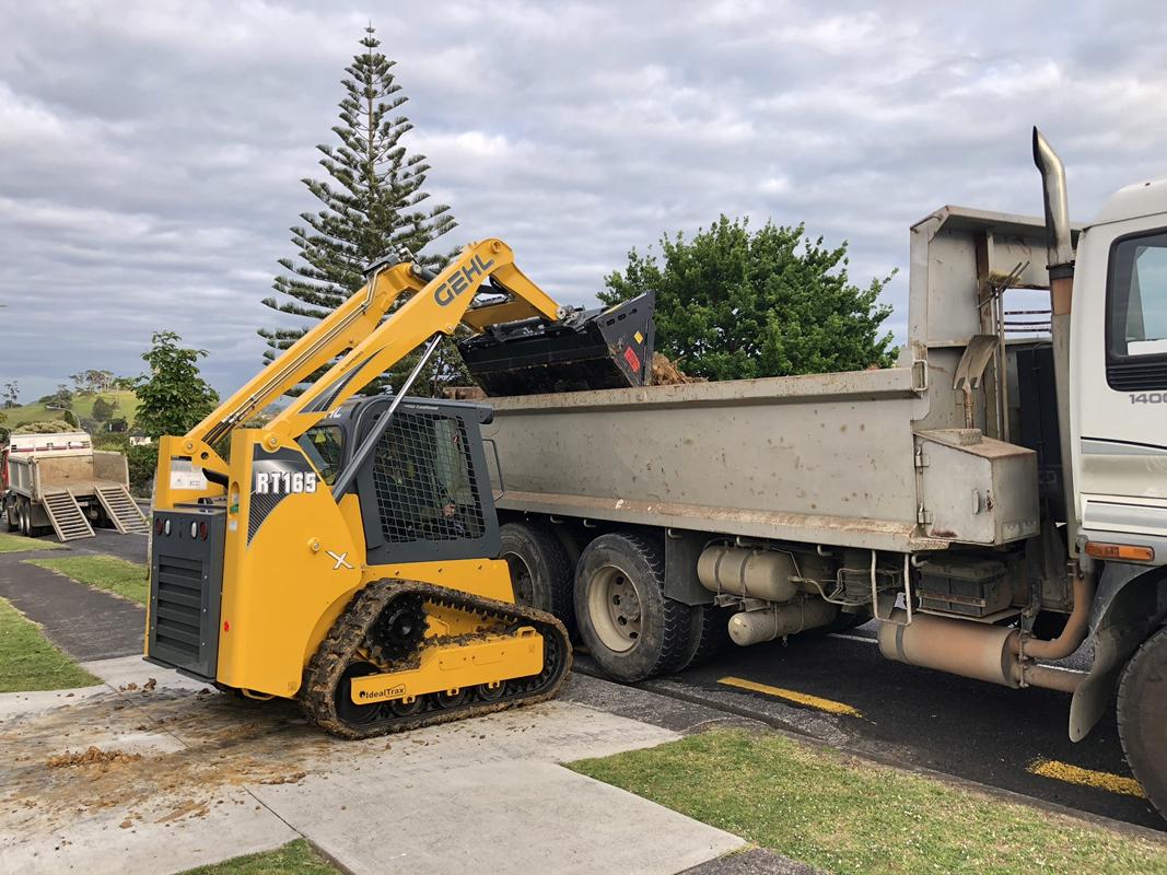 Gehl loading Truck