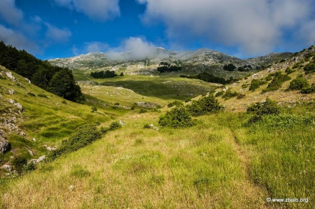 The trail is in many parts steep but traverses mostly easy grassy terrain.