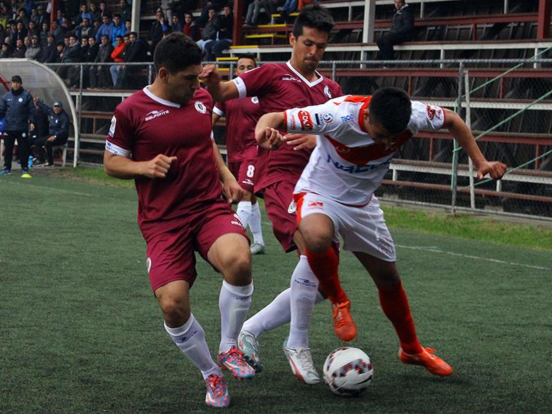 Deportes Santa Cruz y Deportes Valdivia juegan duelo clave para soñar con la Primera B