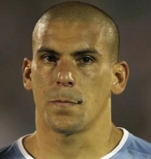 16. Maximiliano Pereira