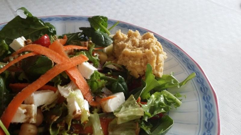 sallad med feta och hummus