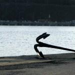 lugn och ro - bild på ankare och vatten