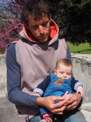 Roman Graf, réflexologue plantaire à Forcalquier, accompagne également les bébés