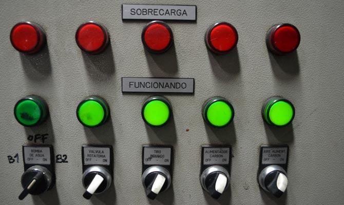 Controles de mando de la caldera optimizada con eficiencia energética de JEANS STOP; Medellín, Antioquia; Foto: Juan Daniel Correa