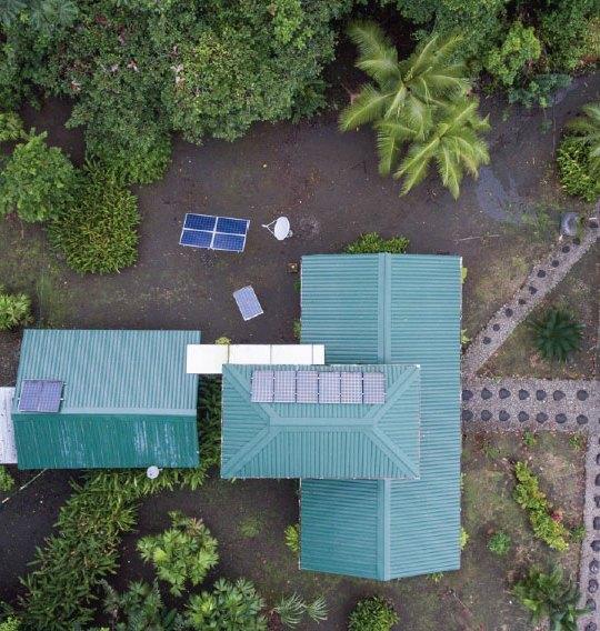 Sistema de energía fotovoltaica en el Parque Nacional Natural Utría, Chocó, Colombia; Foto: Hanz Rippe Gabriel