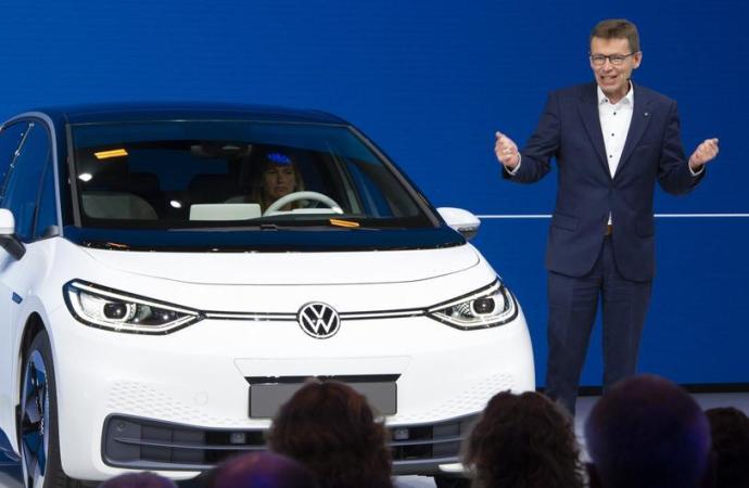 'Vlade moraju pomoći kako bi električni automobili uspjeli'