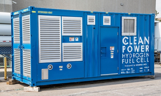 Power generator fueled by fuel cells