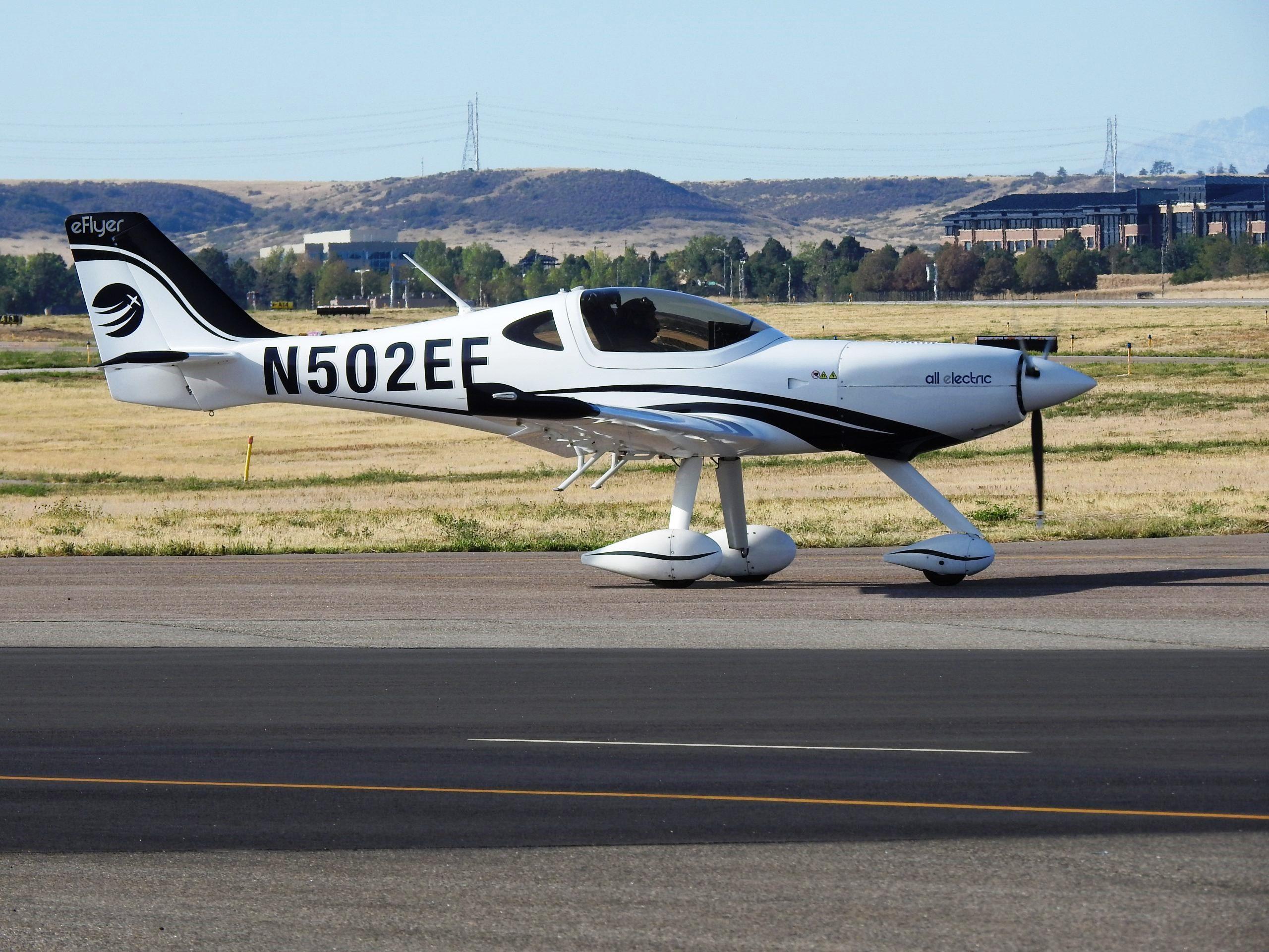 Bye-Aerospace-Serienfertigung-vom-Elektroflugzeug-eFlyer-2