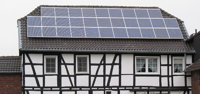 What will happen with German rooftop solar when it falls out of the feed-in tariff one day? (Photo by Túrelio, CC BY-SA 3.0 DE)