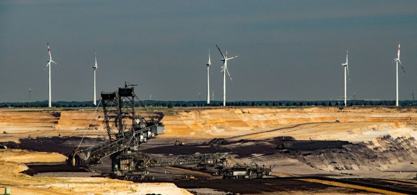 In concrete terms, Greenpeace Energy proposes to decommission the Hambach opencast mine and the six oldest and least efficient power plant units by 2020, the nearby Inden mine in 2022 along with six further power plant units, and in 2025 close the Garzweiler Mine along with the last three lignite burning units.