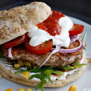bilde av burger med tacotilbehør