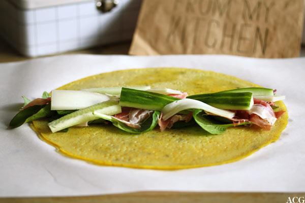 åpen omelettwrap med spekeskinke og ost