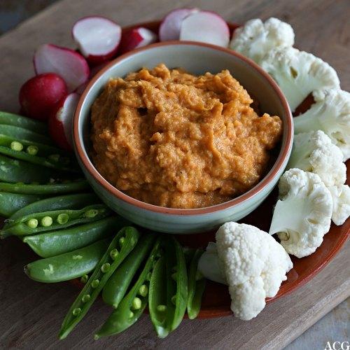 gulrotdipp med rå grønnsaker