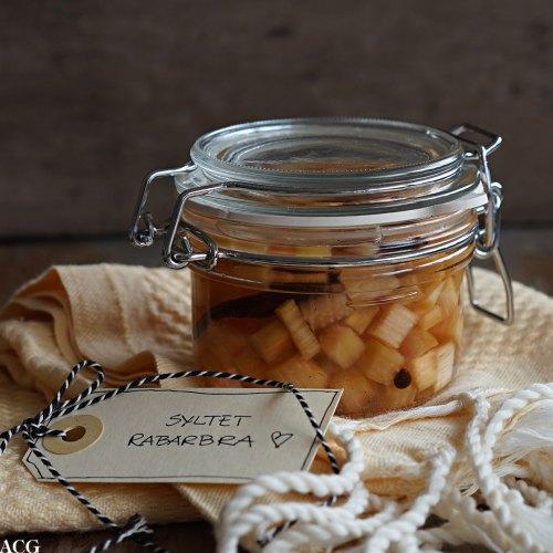 lettsyltet rabarbra med vanilje