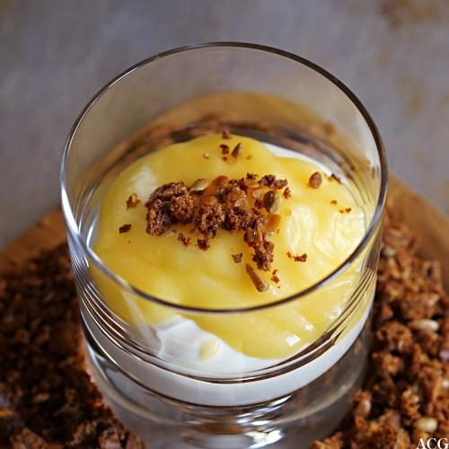 dessert med lemon curl, yoghurt og rugbrødsmuler