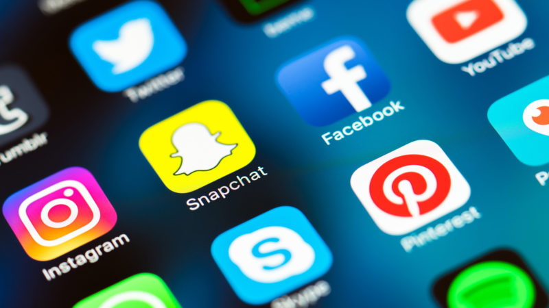 How to share snapchat pictures on facebook