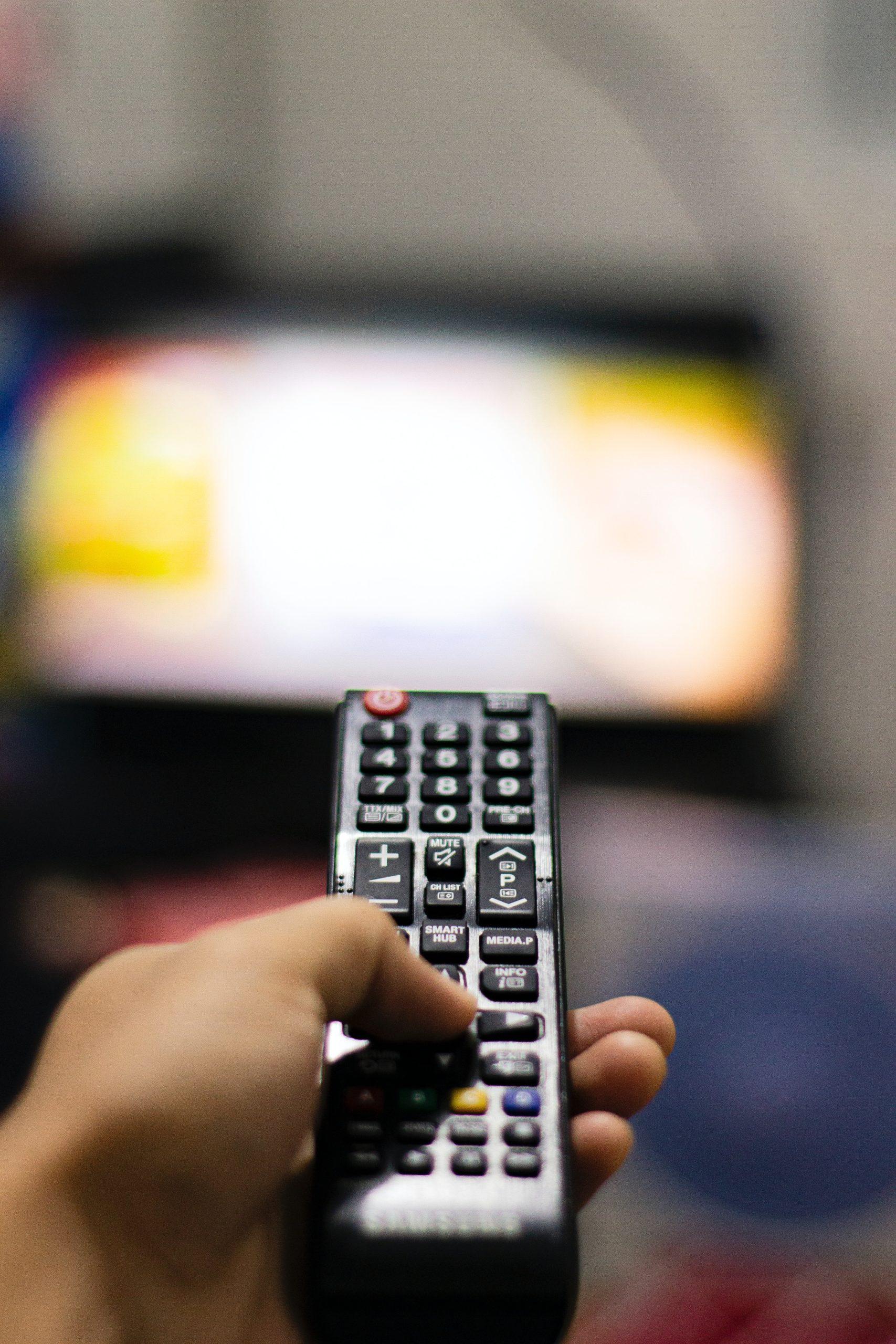 La TV est un bruit constant de nos foyers.
