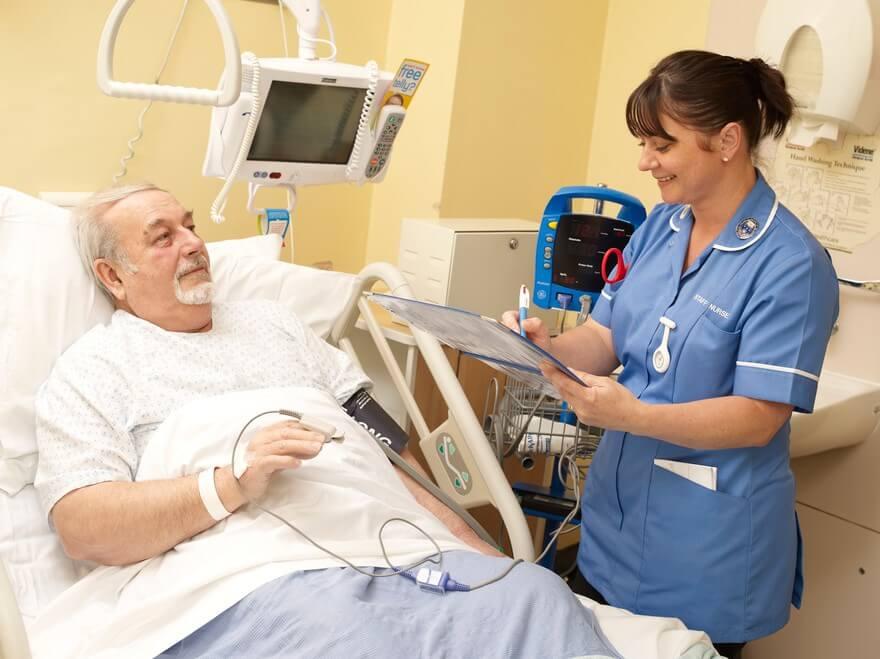 enfermeira-cuidando