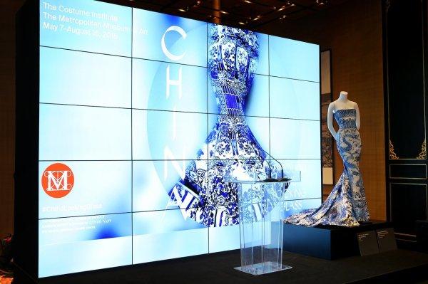 Exhibition China Glass Enfilade