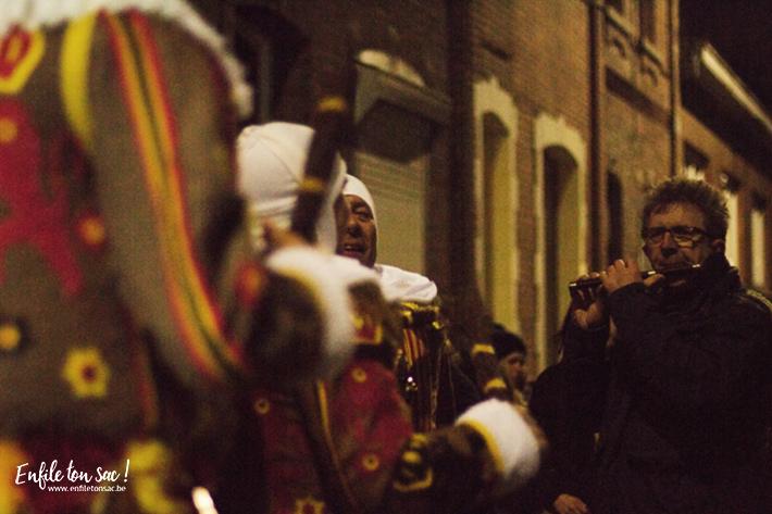 flutiste fifre binche societe Mardi Gras au carnaval de Binche, dans la nuit avec les Gilles