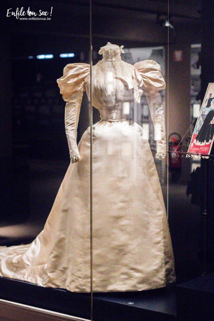 expositions robe de mariage 683x1024 Just Married, lhistoire du mariage sexpose au musée du costume et de la dentelle de Bruxelles.