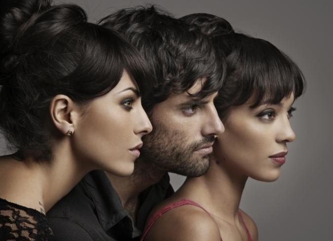 Claudio Lafarga,Stephanie Sigman y Bárbara Mori en el nuevo trailer de Alicia en el país de María. - ENFILME.COM