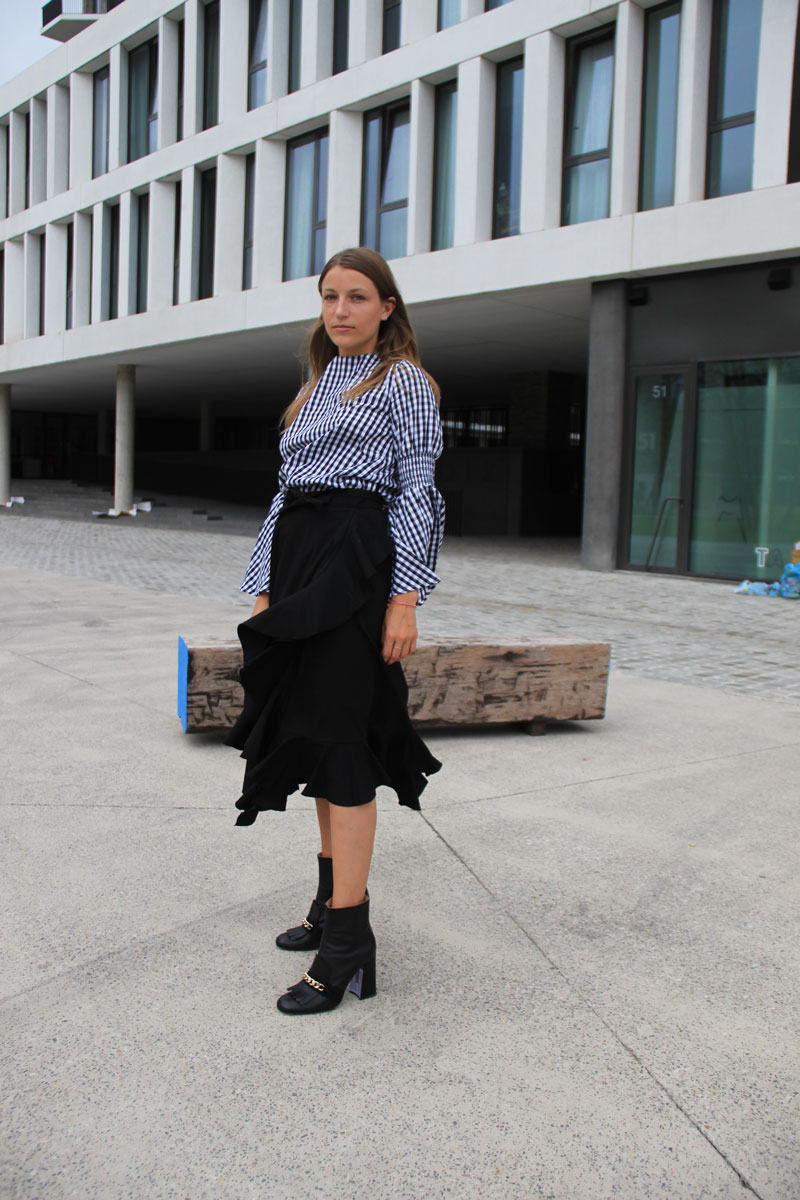 LOOK LV: Asymmetric skirt on the job - ENFNTS TERRIBLES
