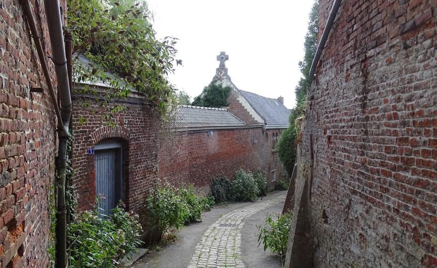 Dans les ruelles de Cassel, village préféré des français