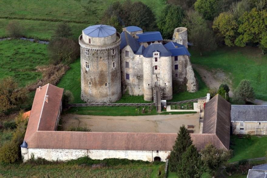 chateau de saint-mesmin dans les Deux-Sèvres