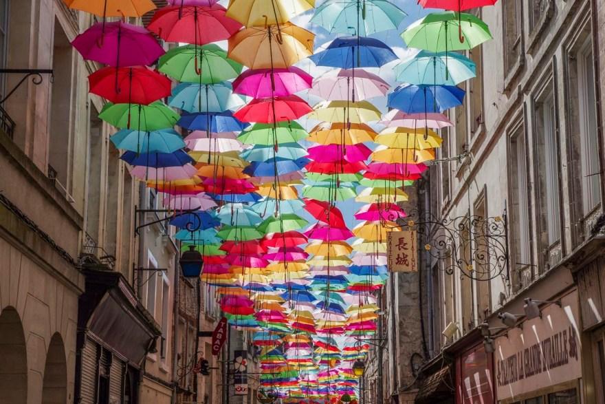 les parapluies colorées de Laon