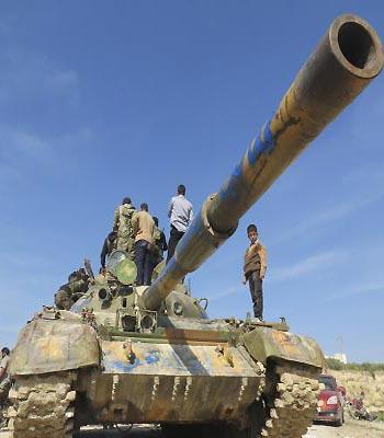 Syrian jets bomb area near Homs to break rebel siege
