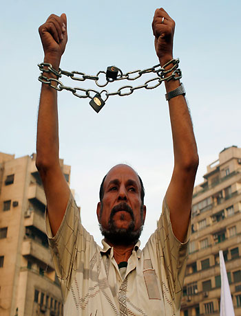 Islamists to rally behind Mursi as Egypt's rifts widen