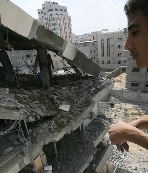 Israel kills 12 in Gaza as fighting intensifies